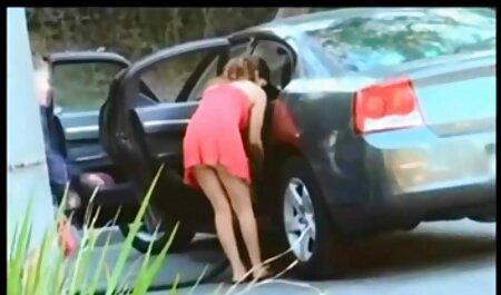 एक सफेद व्यक्ति गोरा प्रेमिका सनी लियोन के सेक्सी मूवी बीएफ के साथ ब्राउन दोनों छेद में ले जाता है