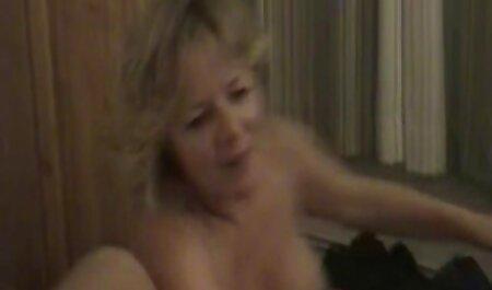 कुर्सी पर सुंदर सेक्सी बफ मूवी जोड़ी
