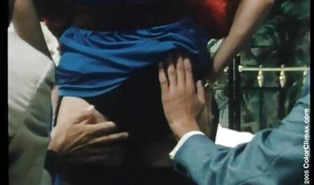 एक आदमी मिलाते हुए छोटे स्तन के साथ बीएफ सेक्सी एचडी मूवी लाल रंग