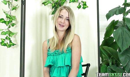 सोफे पर युवा रूसी सौंदर्य सेक्सी मूवी बीएफ बीएफ बीएफ