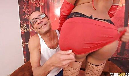 एक बफ सेक्सी मूवी वीडियो कुतिया के बिस्तर पर प्यार करना