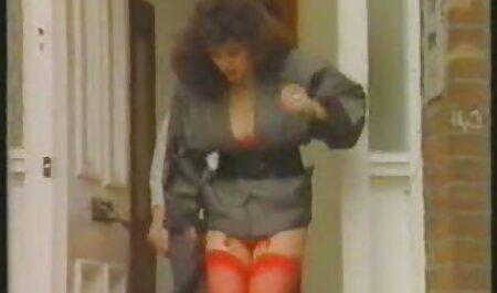 सुनहरे बालों वाली एक बड़ा बफ सेक्सी मूवी वीडियो मुर्गा पर बैठे